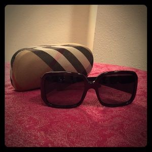 Burberry Square Sunglasses 🕶